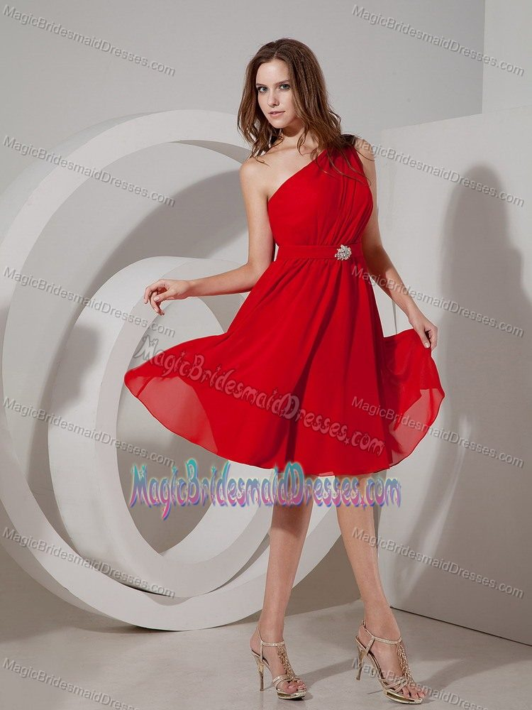 Red One Shoulder Chiffon Knee-length Bridesmaid Dress in Sacramento