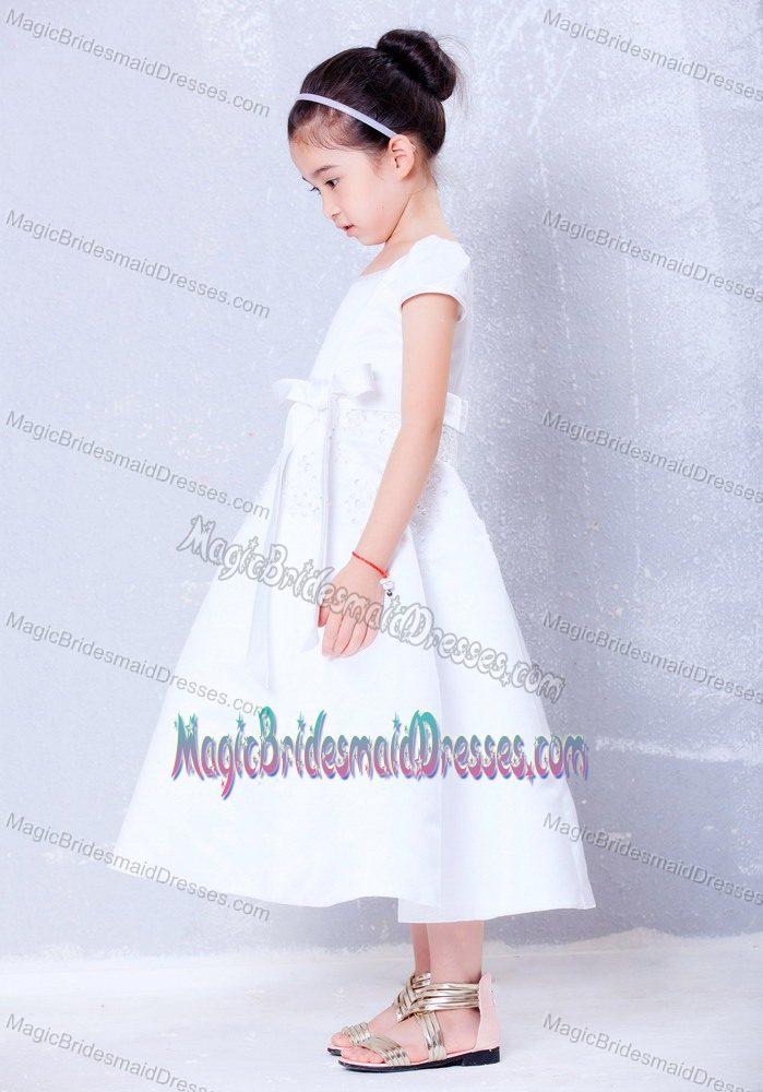 Oregon White Beading and Bow A-line Scoop Junior Bridesmaid Dress