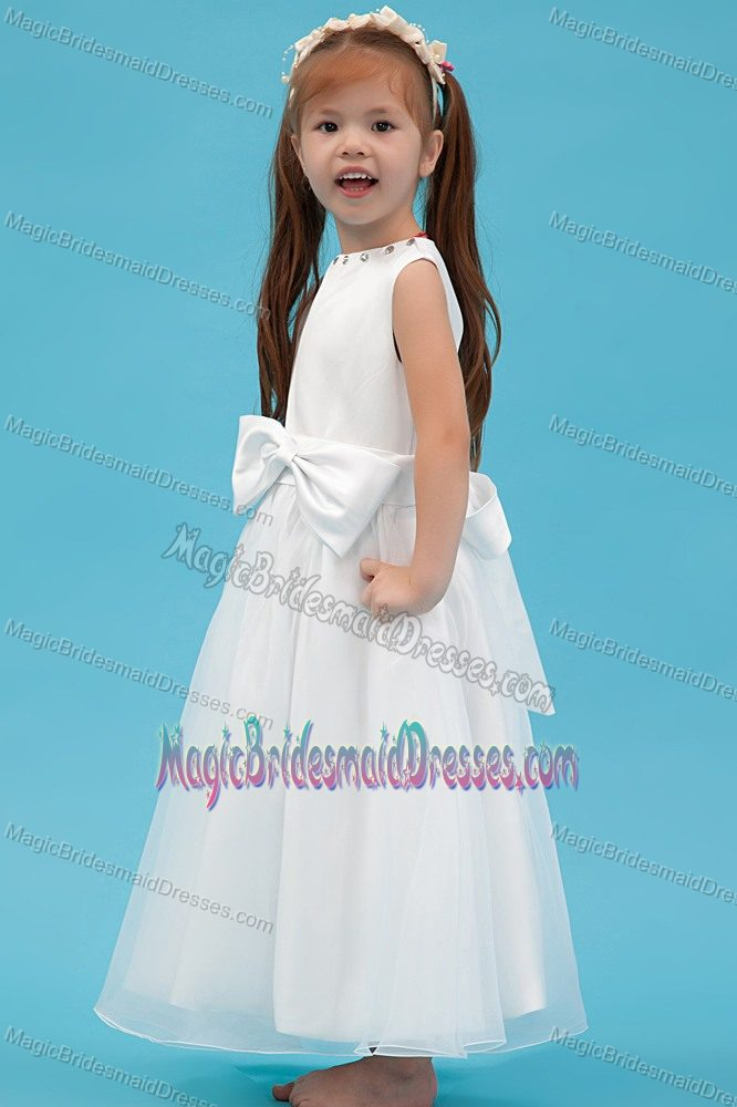 White A-line Scoop Junior Bridesmaid Dress with Bow in New Jersey