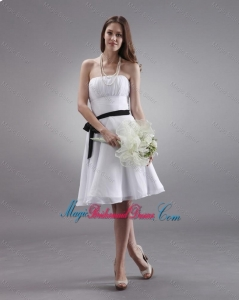 Latest White Strapless Sashes Bridesmaid Dresses with Knee Length