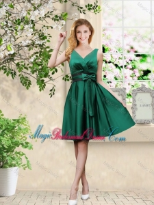 Wonderful V Neck Bowknot Hunter Green Bridesmaid Dresses with Knee Length