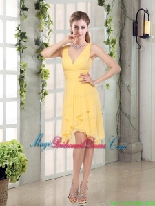 Charming V-neck Yellow Bridesmaid Dress Mini Length for Spring