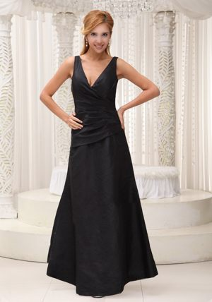 V-neck Black Modest 2013 Taffeta Ruched Dresses for Bridesmaid in Swellendam