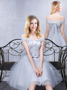 Off the Shoulder Short Sleeves Sleeveless Tulle Knee Length Lace Up Wedding Party Dress in Grey with Lace and Appliques and Belt
