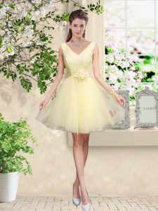 Elegant Knee Length Lace Up Wedding Guest Dresses Light Yellow for Prom and Party with Lace and Belt
