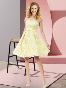 Deluxe Scoop Sleeveless Bridesmaid Gown Knee Length Bowknot Yellow Lace