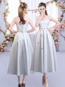 Decent Sleeveless Satin Tea Length Lace Up Wedding Party Dress in Silver with Appliques