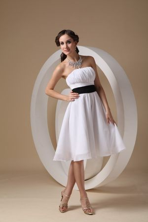 White Cheap Knee-length Dresses for Bridesmaid in Kimberley with Black Sashes