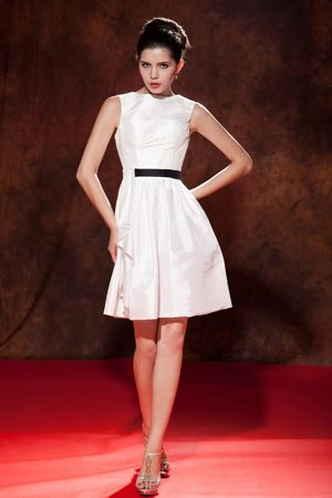 Modest White Mini-length Dresses for Bridesmaid in Alice Bateau Neckline