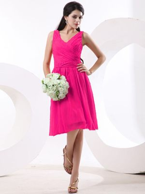V-neck Ruched Coral Red Chiffon Diss Norfolk Bridesmaid Dresses