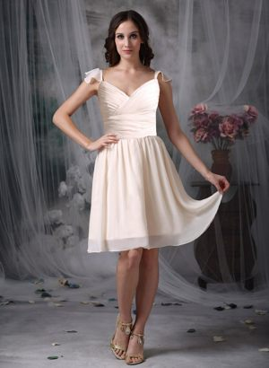 Off White V-neck Chiffon Ruched Bridesmaid Dresses in Portpatrick