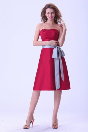 Bridemaid Dress with Sash Knee-length Strapless in Wine Red