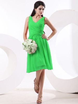Knee-length V-neck Ruched Green Chiffon Bridesmaid Dress for Spring