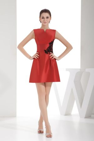 Slot Neck Black Appliques Red Short Bridesmaid Dresses Made by Satin