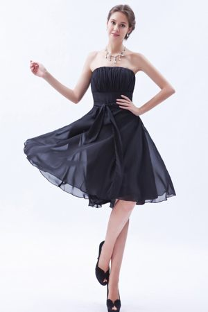 Airy Strapless Sash Navy Blue Knee-length Chiffon Bridesmaid Dresses