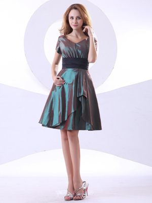 V-neck Short Sleeves and Black Sash Dress for Bridesmaid to Knee-length